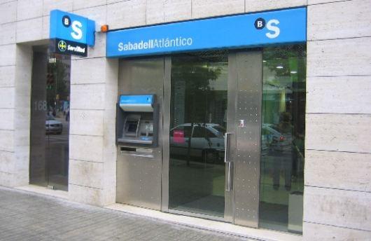 Qu bancos cobran 2 euros por utilizar sus cajeros for Cajeros sabadell valencia